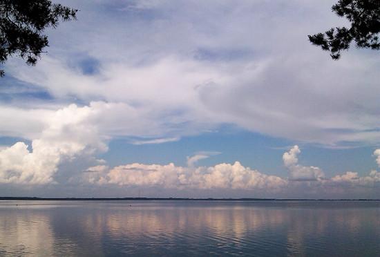 небесный свод, горизонтальное направление, кажется больше